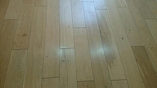 This is an oak floor with a factory lacquer finish, this is lighter than usual, but again it's just to illustrate
